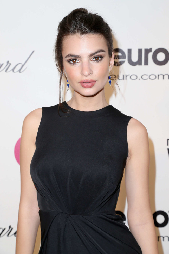 Эмили Ратажковски: «Elton John AIDS Foundation Academy Awards»: emily-ratajkowski-oscars-2014---vanity-fair-party--03_Starbeat.ru