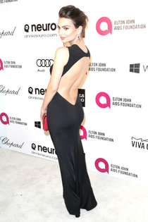 Эмили Ратажковски: «Elton John AIDS Foundation Academy Awards»: emily-ratajkowski-oscars-2014---vanity-fair-party--01_Starbeat.ru