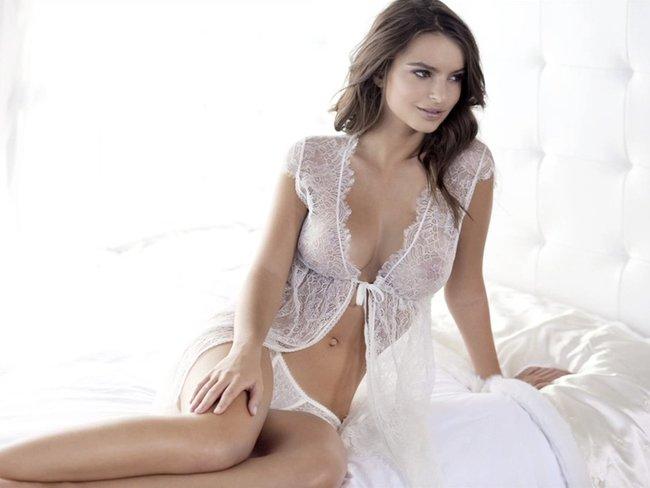 Эмили Ратаковски вывернула пупок в фотосессии для «Princess Lingerie»: emily-ratajkowski-10-2_Starbeat.ru