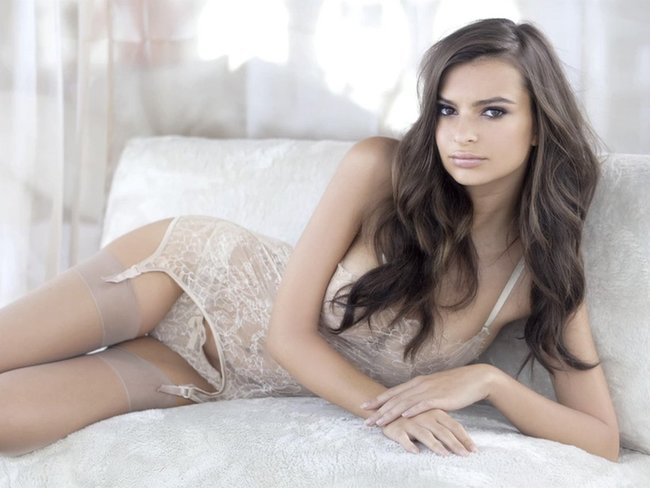 Эмили Ратаковски вывернула пупок в фотосессии для «Princess Lingerie»: emily-ratajkowski-7-3_Starbeat.ru