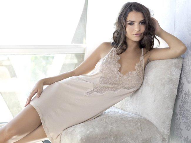 Эмили Ратаковски вывернула пупок в фотосессии для «Princess Lingerie»: emily-ratajkowski-9-3_Starbeat.ru