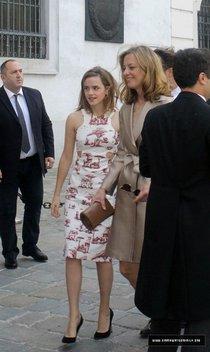 Эмма Уотсон посетила свадьбу друга в Вене: emma-watson-at-friends-wedding-in-vienna--01_Starbeat.ru