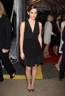 Эмма Уотсон на премьере «Элитного общества» в Нью-Йорке: emma-watson-in-a-black-dress-at-the-bling-ring-premiere--01_Starbeat.ru