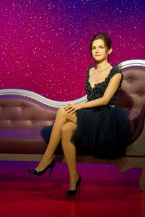 Восковая Эмма Уотсон в музее Мадам Тюссо: emma_watson_madame_tussuads_london_01_Starbeat.ru
