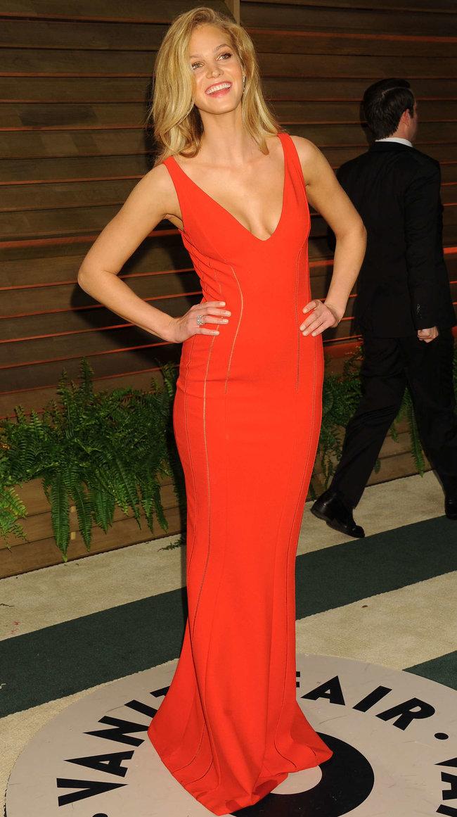 Журнал «Vanity Fair» чествует звезд после «Оскара»: Эрин Хизертон: erin-heatherton-oscar-2014---vanity-fair-party--01_Starbeat.ru