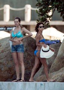 Ева Лонгория в бикини на отдыхе, Мексика: eva-longoria-121_Starbeat.ru