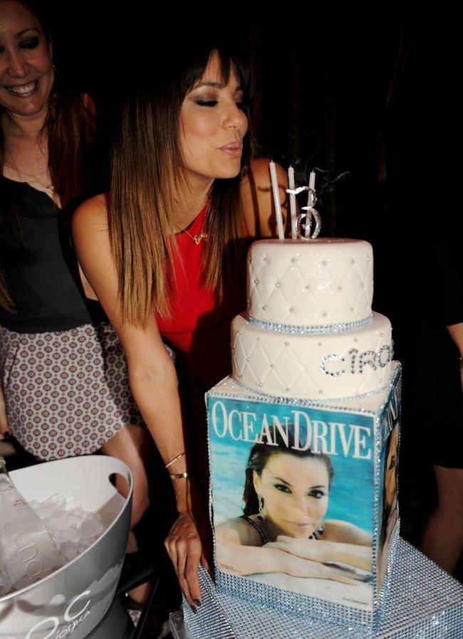 Ева Лонгория: вечеринка в честь мартовского номера журнала «Ocean Drive» в Майами: eva-longoria-5_Starbeat.ru