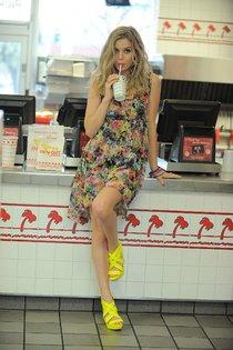 Джорджия Мэй Джаггер на съемках рекламной кампании «Material Girl»: georgia-may-jagger-material-girl-2013-campaign--01_Starbeat.ru