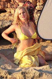 Хелен Фланаган обнажила грудь на Ибице: фотосессия в бикини: helen-flanagan-in-bikini--01_Starbeat.ru