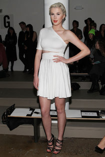 Айрленд Болдуин на фэшн-шоу «Cushnie Et Ochs», Нью-Йорк: ireland-baldwin-2014-fashion-show-in-nyc---cushnie-et-ochs-fw---01_Starbeat.ru