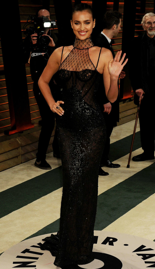 Ирина Шейк: светский раут «Vanity Fair» в Голливуде: irina-shayk-oscar-2014---vanity-fair-party--03_Starbeat.ru