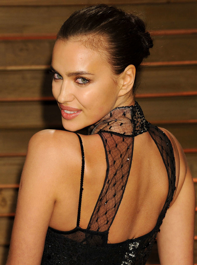 Ирина Шейк: светский раут «Vanity Fair» в Голливуде: irina-shayk-oscar-2014---vanity-fair-party--07_Starbeat.ru