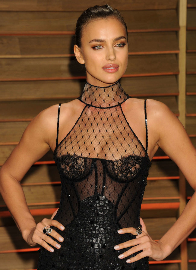 Ирина Шейк: светский раут «Vanity Fair» в Голливуде: irina-shayk-oscar-2014---vanity-fair-party--09_Starbeat.ru