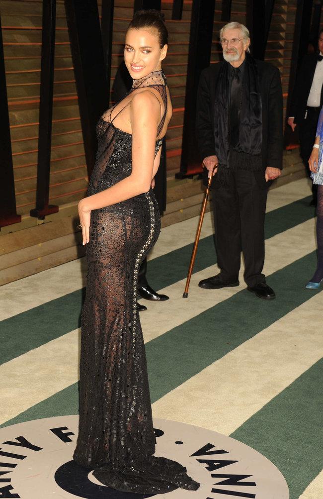 Ирина Шейк: светский раут «Vanity Fair» в Голливуде: irina-shayk-oscar-2014---vanity-fair-party--11_Starbeat.ru