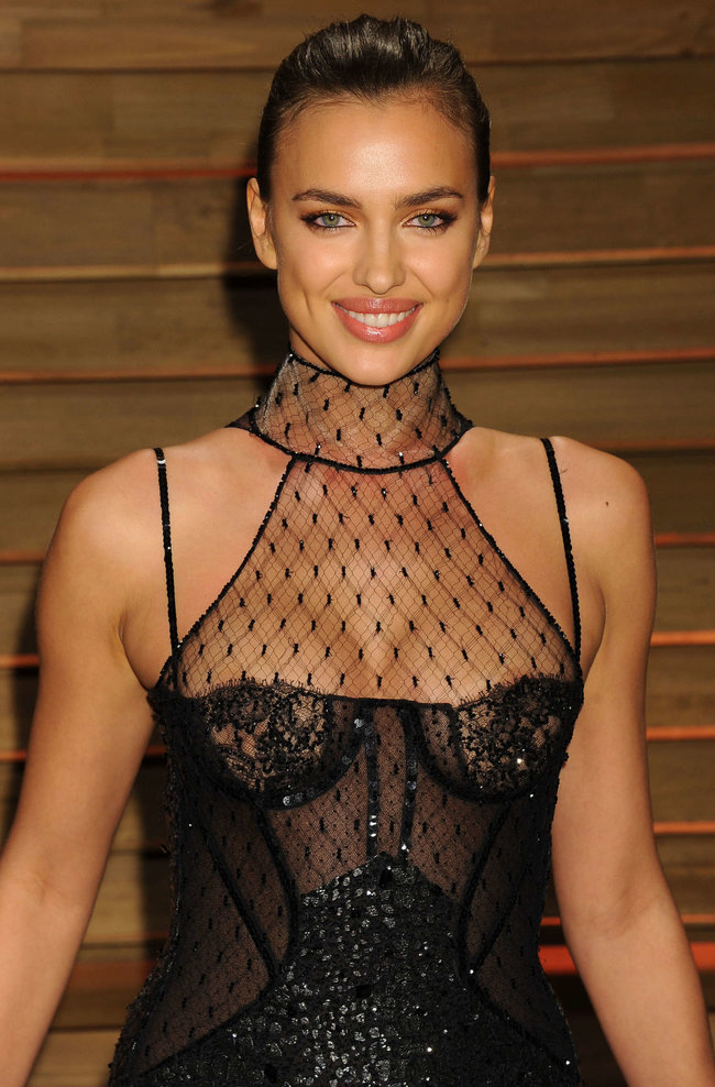 Ирина Шейк: светский раут «Vanity Fair» в Голливуде: irina-shayk-oscar-2014---vanity-fair-party--12_Starbeat.ru