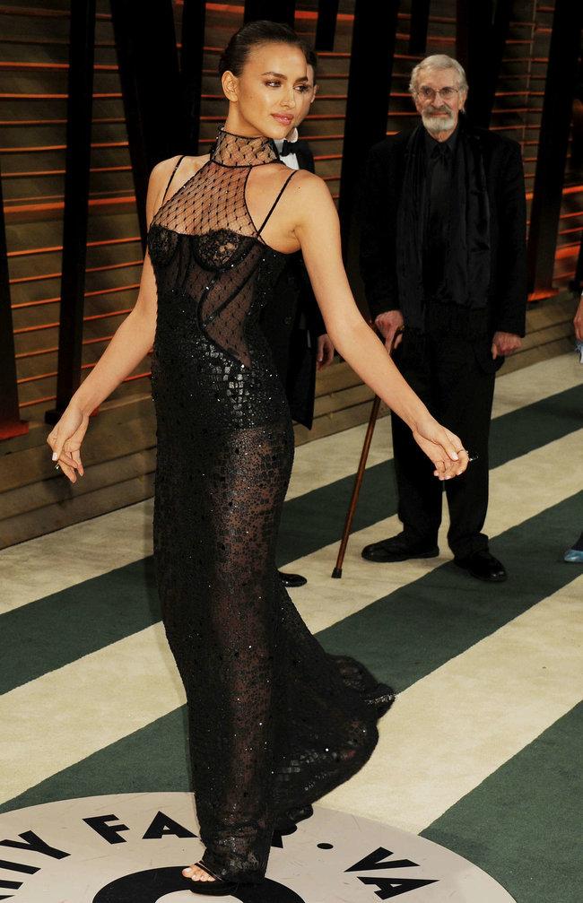 Ирина Шейк: светский раут «Vanity Fair» в Голливуде: irina-shayk-oscar-2014---vanity-fair-party--14_Starbeat.ru