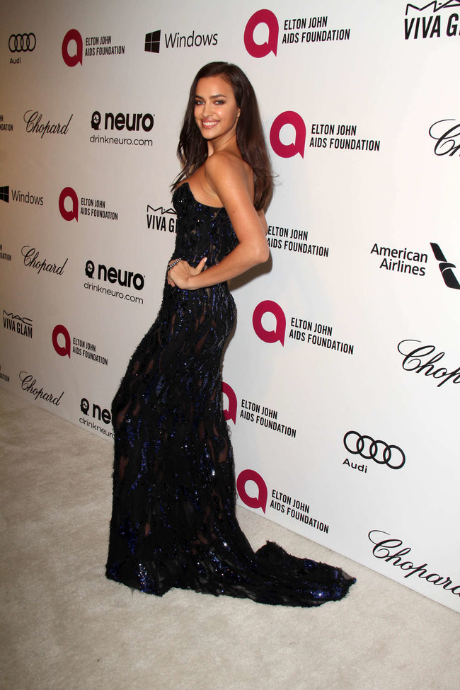 Блистательная Ирина Шейк на благотворительном вечере «Elton John AIDS Foundation»: irina-shayk-2014-elton-john-aids-foundation-academy-awards-party--04_Starbeat.ru
