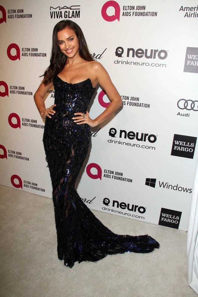 Блистательная Ирина Шейк на благотворительном вечере «Elton John AIDS Foundation»: irina-shayk-2014-elton-john-aids-foundation-academy-awards-party--09_Starbeat.ru