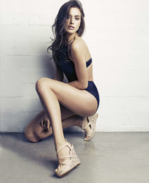 Ирина Шейк в рекламе обувного бренда «XTI», весна-лето 2014: irina-shayk-xti-2014-collection--01_Starbeat.ru