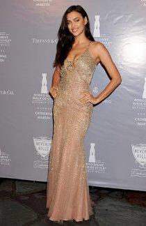 Ирина Шейк на вечеринке «Walk of Style», Лос-Анджелес, Родео-Драйв: irina-shayk-1_Starbeat.ru