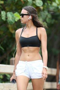 Ирина Шейк на пробежке в Майами: irina-shayk-132_Starbeat.ru