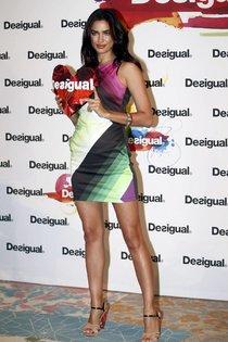 Ирина Шейк на презентации осенне-зимней коллекции «Desigual» в Барселоне: irina-shayk-111_Starbeat.ru