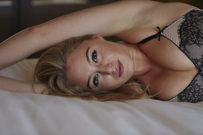 Искра Лоуренс выкаблучивается в отеле «Hotel Ma Cherie»: iska-lawrence-15_Starbeat.ru