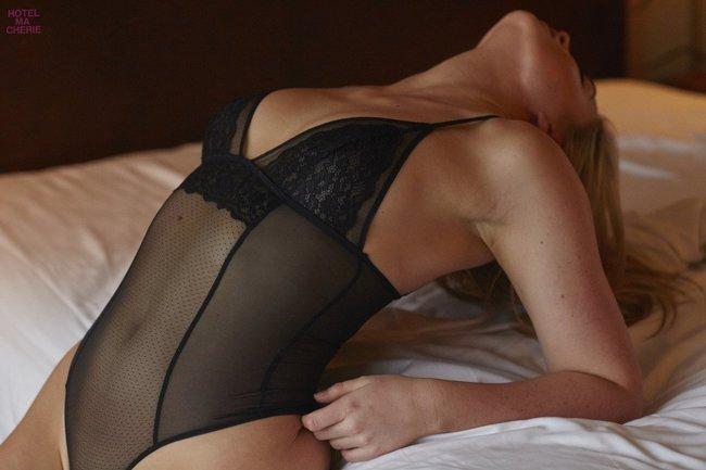 Искра Лоуренс выкаблучивается в отеле «Hotel Ma Cherie»: iska-lawrence-29_Starbeat.ru