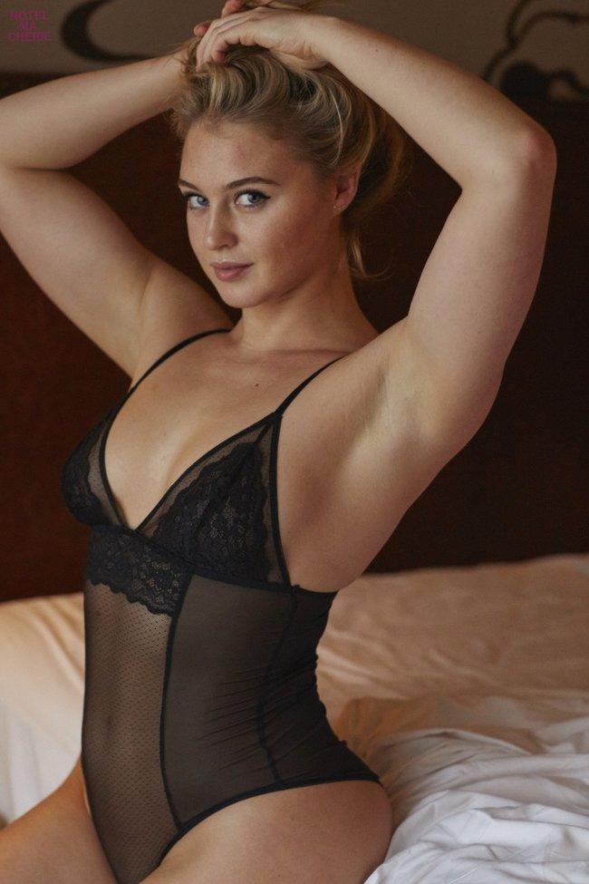 Искра Лоуренс выкаблучивается в отеле «Hotel Ma Cherie»: iska-lawrence-30_Starbeat.ru