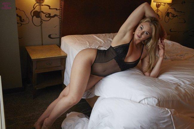 Искра Лоуренс выкаблучивается в отеле «Hotel Ma Cherie»: iska-lawrence-31_Starbeat.ru