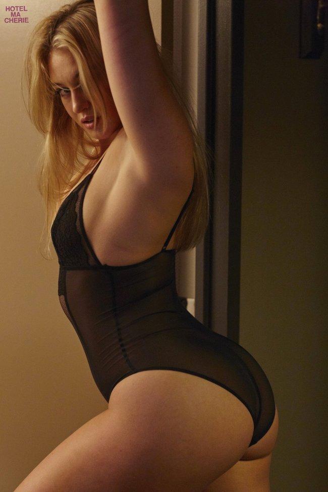 Искра Лоуренс выкаблучивается в отеле «Hotel Ma Cherie»: iska-lawrence-34_Starbeat.ru
