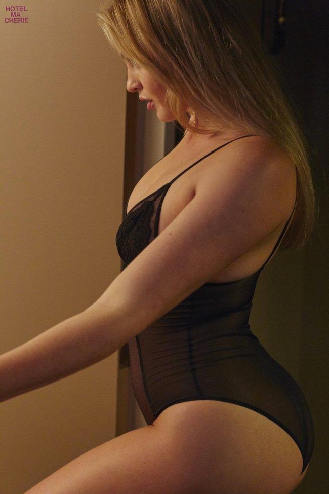 Искра Лоуренс выкаблучивается в отеле «Hotel Ma Cherie»: iska-lawrence-41_Starbeat.ru