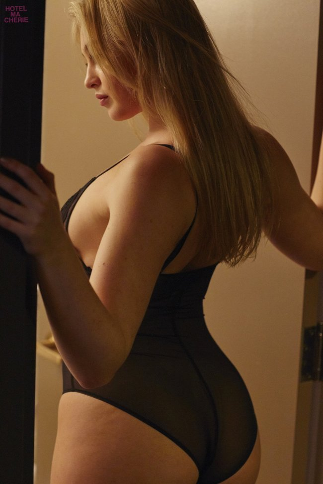 Искра Лоуренс выкаблучивается в отеле «Hotel Ma Cherie»: iska-lawrence-43_Starbeat.ru