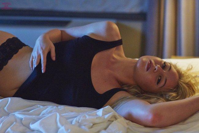 Искра Лоуренс выкаблучивается в отеле «Hotel Ma Cherie»: iska-lawrence-46_Starbeat.ru