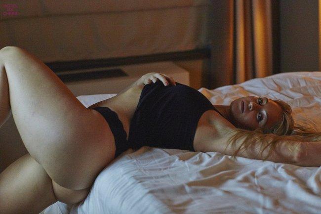 Искра Лоуренс выкаблучивается в отеле «Hotel Ma Cherie»: iska-lawrence-48_Starbeat.ru