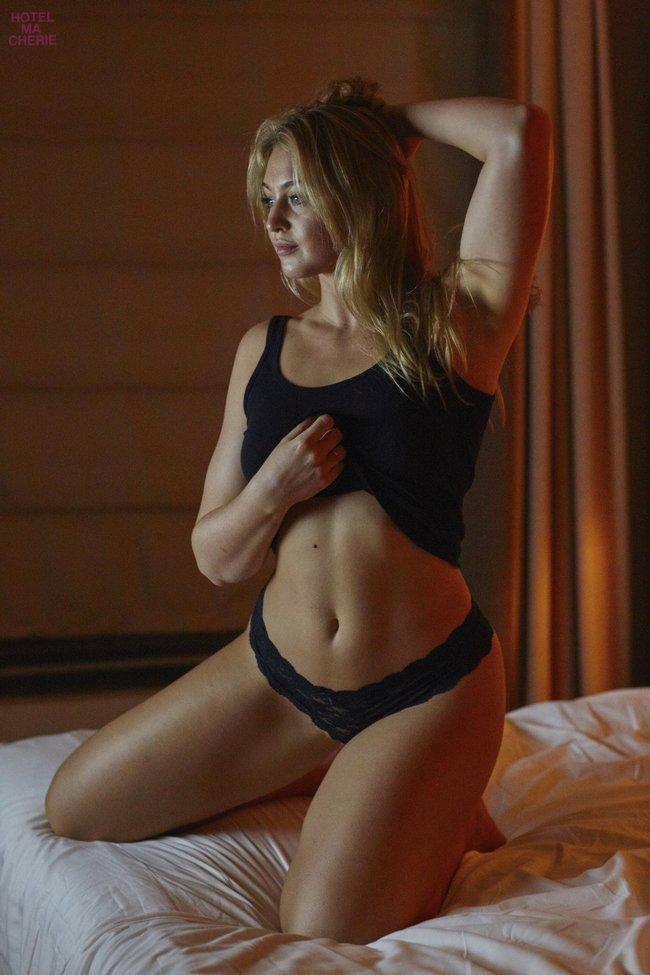 Искра Лоуренс выкаблучивается в отеле «Hotel Ma Cherie»: iska-lawrence-50_Starbeat.ru