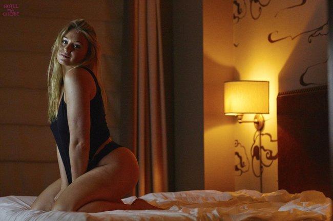 Искра Лоуренс выкаблучивается в отеле «Hotel Ma Cherie»: iska-lawrence-51_Starbeat.ru