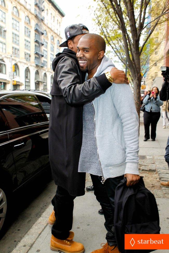 Ким Кардашьян и Канье Уэст снова вместе после долгой разлуки: pregnant-kim-kardashian-kanye-west-reunite-in-nyc-09_Starbeat.ru