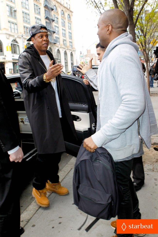 Ким Кардашьян и Канье Уэст снова вместе после долгой разлуки: pregnant-kim-kardashian-kanye-west-reunite-in-nyc-12_Starbeat.ru