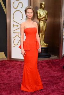 Дженнифер Лоуренс в Голливуде: вручение премии «Оскар»: oscar-2014-jennifer-lawrence--14_Starbeat.ru