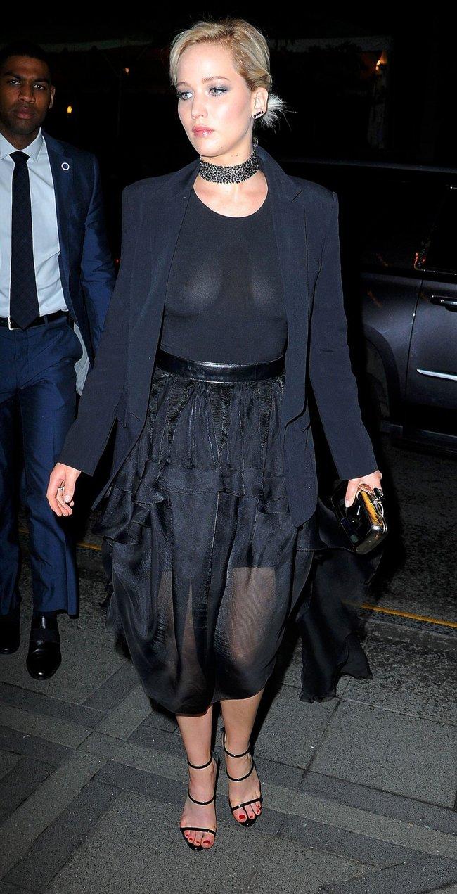 Новости из Нью-Йорка: Дженнифер Лоуренс забыла лифчик дома, соски смотрят на нас в недоумении: jennifer-lawrence-10-2_Starbeat.ru