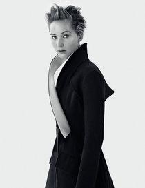 Дженнифер Лоуренс в нежной фотосессии журнала «Dior»: jennifer-lawrence-dior-magazine-2013--01_Starbeat.ru