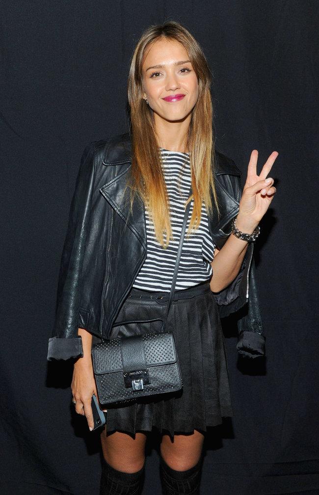 Модный показ от «Charlotte Ronson» в Нью-Йорке: прелестная гостья Джессика Альба: jessica-alba---2013-charlotte-ronson-fashion-show-in-ny--02_Starbeat.ru