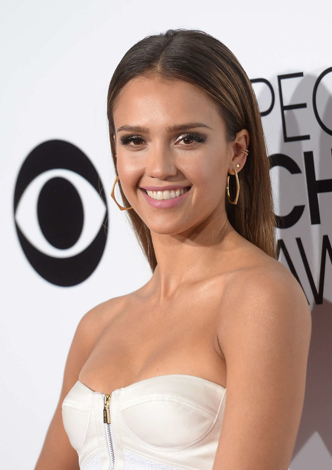 Джессика Альба на мероприятии «People's Choice Awards 2014»: jessica-alba-2014-peoples-choice-awards--07_Starbeat.ru