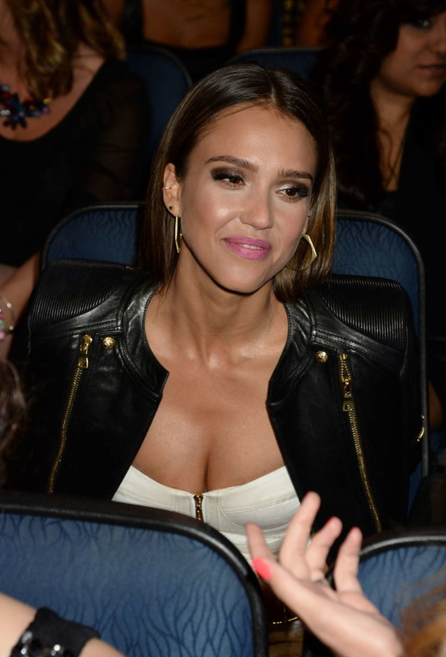 Джессика Альба на мероприятии «People's Choice Awards 2014»: jessica-alba-2014-peoples-choice-awards--08_Starbeat.ru