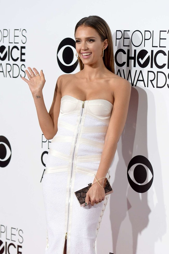 Джессика Альба на мероприятии «People's Choice Awards 2014»: jessica-alba-2014-peoples-choice-awards--12_Starbeat.ru