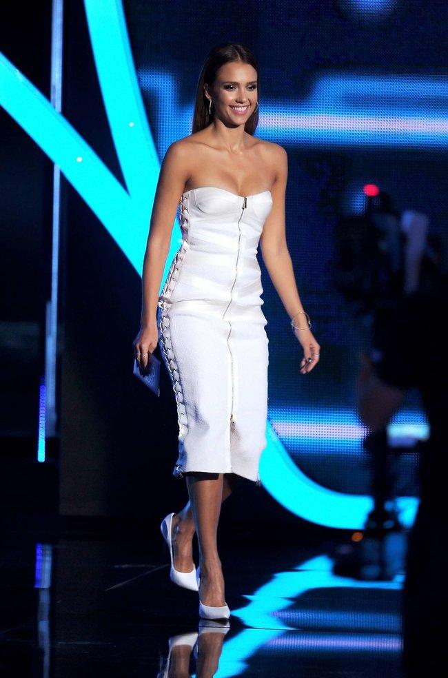 Джессика Альба на мероприятии «People's Choice Awards 2014»: jessica-alba-2014-peoples-choice-awards--15_Starbeat.ru