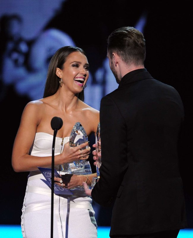 Джессика Альба на мероприятии «People's Choice Awards 2014»: jessica-alba-2014-peoples-choice-awards--18_Starbeat.ru