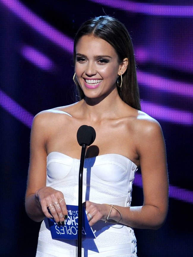 Джессика Альба на мероприятии «People's Choice Awards 2014»: jessica-alba-2014-peoples-choice-awards--19_Starbeat.ru