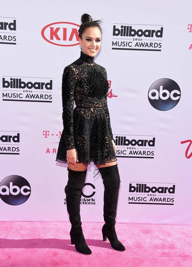 Джессика Альба на церемонии Billboard Music Awards 2016 в Лас-Вегасе: jessica-alba-11_Starbeat.ru